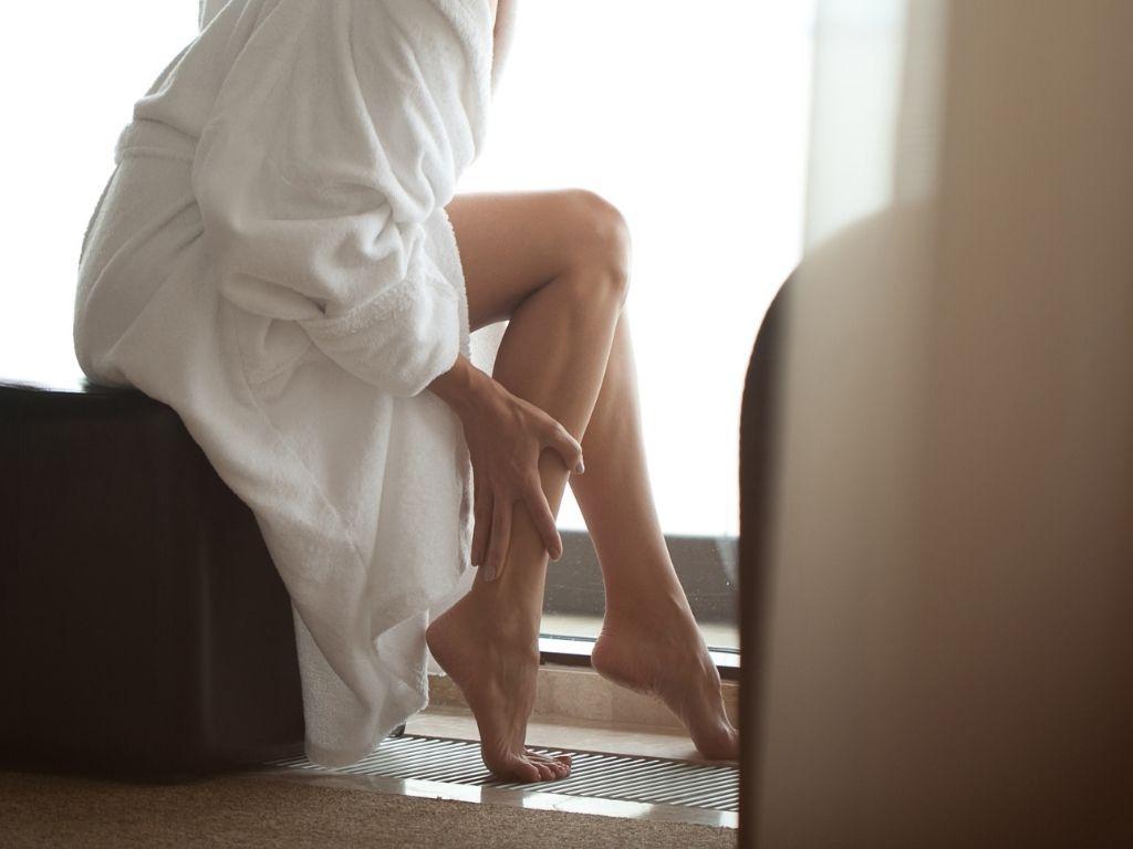 pękające naczynka na nogach (1)